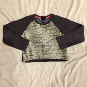 Gap girl grey crew neck top size m (8-9)